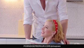 Blonde Frenching MILFS Mit Schön Asses