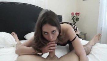 Blonde bekommt Massage für Sex