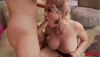 Frau bittet um Piss